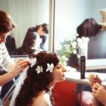 В процессе работы над причёской невесты