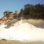 Гавермент Бич - пляж белых камней и тёмного песка