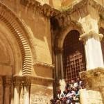 Паломники на лестнице у Храма