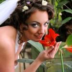 Свадебная прогулка невесты и жениха