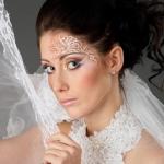 Кружевная фата и платье невесты Валерии