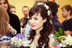 Причёска невесты с накладными прядями