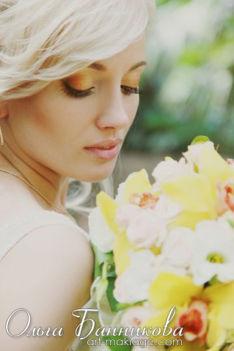 Макияж глаз невесты в золотистых тонах