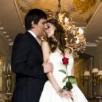 Жених и невеста в свадебных нарядах