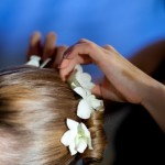 Свадебная причёска с живыми цветами