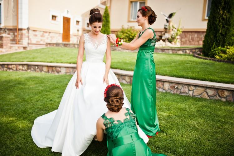 Прически подружек невесты